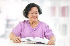 家庭读取 免版税库存图片