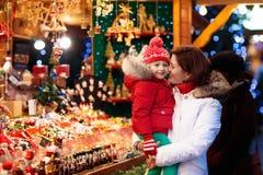 家庭购物圣诞节礼物 免版税图库摄影