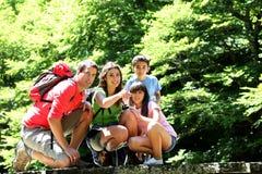 家庭赞赏的自然在森林里 库存图片