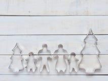家庭金属曲奇饼或饼干切削刀用于特别是削减面团形状组成由父亲、母亲、兄弟、姐妹和杉木t 库存图片