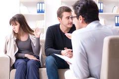 家庭问题的家庭参观的心理学家 免版税库存照片