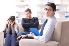 家庭问题的家庭参观的心理学家 免版税库存图片