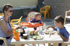 家庭食用早餐 库存照片