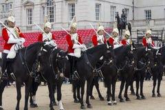 从家庭骑兵团的战士 在Horseguards游行 免版税库存照片