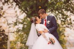 年轻家庭,婚礼,新婚佳偶 免版税库存图片