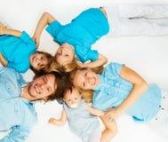 年轻家庭从上面 免版税库存照片