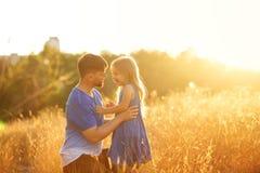 家庭 父亲和女儿 告诉 免版税库存图片