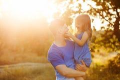 家庭 父亲和女儿 免版税库存照片