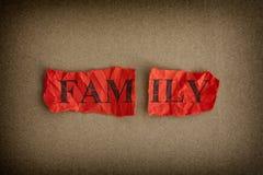 家庭破裂 被剥去的纸与词家庭的 免版税库存照片