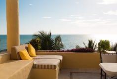 从家或旅馆客房阳台的海视图  免版税库存图片