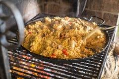 家由西班牙做了肉菜饭典型的食物 图库摄影
