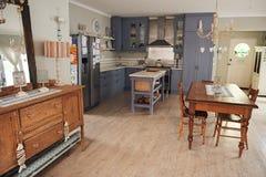 家的国家厨房的内部 免版税库存照片