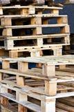 容器木调色板的仓库 免版税图库摄影