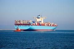 容器格但斯克留下波兰端口船 免版税图库摄影