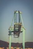 容器的起重机在阿尔盖斯莱斯,西班牙港  免版税图库摄影