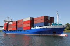 容器被装载的船 免版税库存照片