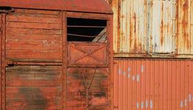 容器金属化木老的无盖货车 免版税库存图片