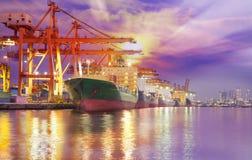 容器货物运费船 免版税库存照片