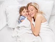 容忍母亲和女儿 免版税库存图片