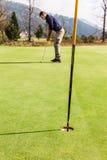 容易的高尔夫球孔 库存图片