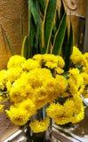 容易秋天的看板卡编辑节假日修改导航的花 美好的花束菊花黄色 免版税库存图片