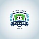 容易编辑徽标足球 绿色和深蓝足球橄榄球徽章商标设计模板,体育略写法模板 足球主题的T恤杉 库存图片