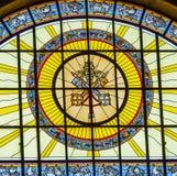 宽容钥匙彩色玻璃St斯蒂芬斯大教堂布达佩斯匈牙利 库存照片