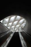 宽广的博物馆自动扶梯 库存照片