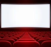 宽戏院屏幕和红色位子 免版税库存照片