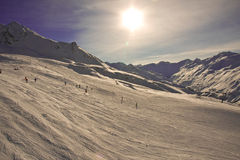 宽排行山滑雪 库存图片