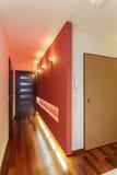 宽敞公寓-入口 免版税库存照片
