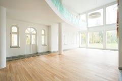 宽敞区域在现代房子里 图库摄影