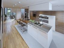 宽敞厨房设计有海岛的 免版税库存图片
