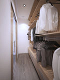 宽敞的可容人走进去的大壁橱现代样式 免版税库存照片
