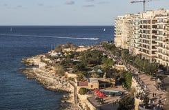 宽散步和海滨人行道在斯利马马耳他的 图库摄影