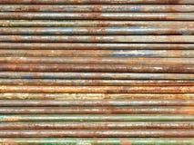 宽生锈的管子背景 免版税库存照片