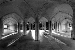 宽被成拱形的走廊 免版税库存照片