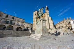 宽观点的广场市长在特鲁希略角 西班牙 库存照片