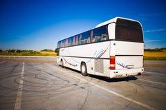宽角度公共汽车旅游视图 免版税图库摄影
