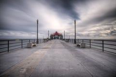宽角度海滩风险亨廷顿长的码头 免版税图库摄影