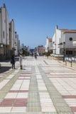 宽铺磁砖的步行大道在Puerto de在大加那利岛的las Nieves, 免版税图库摄影