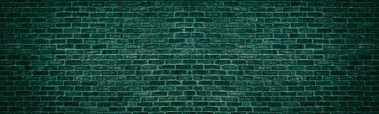 宽黑暗的小野鸭砖墙 老砖砌纹理 减速火箭的难看的东西全景背景 免版税库存图片