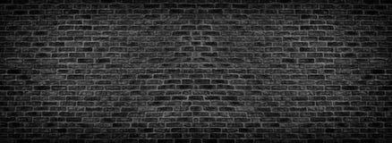 宽黑砖墙纹理 概略的砖砌全景 黑暗的全景背景 免版税图库摄影