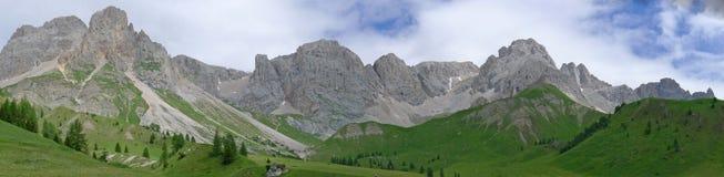 宽dolomiti的视图 库存图片