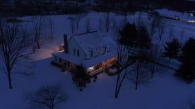 宾夕法尼亚州人农厂房子大角度跨线桥在冬天 股票录像