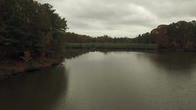 寂静的水湖寄生虫空中录影在罗利NC附近的 股票视频