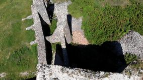 寄生虫从一座美丽的古老城堡的footDrone英尺长度在小山Csobanc在从一座美丽的古老城堡的Hungaryage在h 影视素材