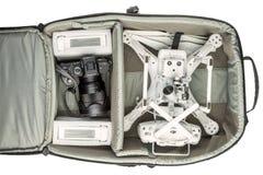 寄生虫和照相机在照片背包 免版税库存图片