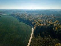 寄生虫图象 乡区鸟瞰图与领域和森林的我 免版税图库摄影