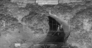寄生虫有的恐怖分子小队走与武器的热量夜视观点